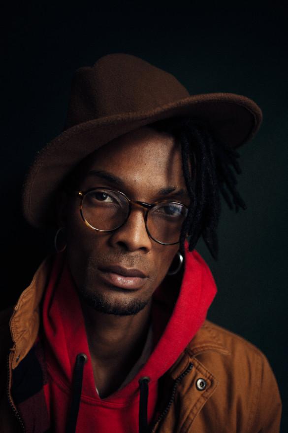 Quebrando os muros que dividem o morro do asfalto, Jonathan Ferr chega como um tsunami com sua onda urban jazz afrofuturista.