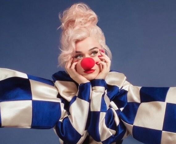 """Katy Perry em imagem promocional de """"Smile""""."""