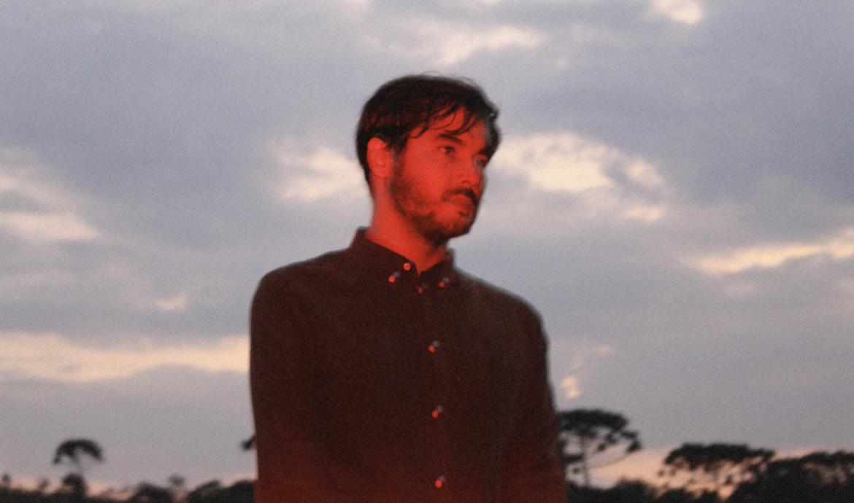 """Ale Sater e o conceito de Fugere Urbem no EP """"Fantasmas"""""""